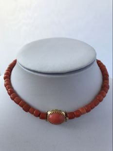 Natural red coral choker, with 14 karat filigree clasp - approx. 1890.