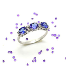 Trilogy ring in 18 kt white gold with tanzanite and diamonds, total of 1.14 ct, size 15/55 – No Reserve