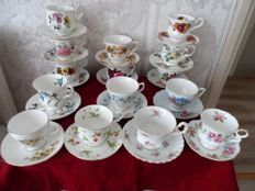 Thirty pieces of English cups and saucers in a nice and good condition.