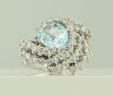 White gold ring of 14 kt, set with an oval cut blue topaz and brilliant cut diamonds, ring size: 17.5 (55)