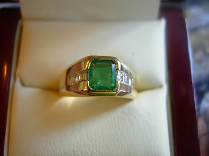 A ring 18 kt with an intensely green emerald about 1 ct and a diamond total 0.35 kt.