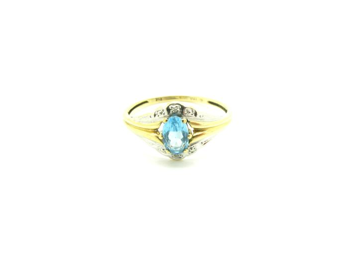 Ring in 18 kt yellow and white gold with 1 oval cut faceted topaz, 6 x 3 mm, and 2 brilliant cut diamonds totalling 0.02 ct, H/VS2. Size 17 ***no reserve price***