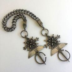 Fibula set  Dra'a valley Morocco with intact chain / Morocco / Early 1900's