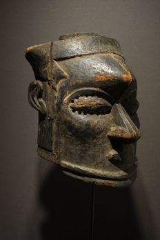Kuba Bwoom Helm mask with hand on the back , Democratic Republic of the Congo