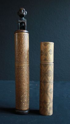 Two engraved scrubber tanks made of bamboo with a stopper figurine - Timor - Indonesia - middle of the 20th century