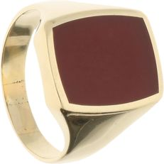 14 kt - Yellow gold signet ring set with a carnelian - Ring size: 20 mm