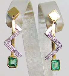 Two-tone 18 kt gold earrings composed of Emeralds weighing  1.10 ct and Diamonds weighing 0.12 ct