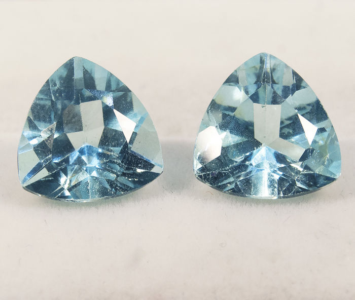 Sky blue topazes (pair) – 11,68 ct total - No Reserve Price