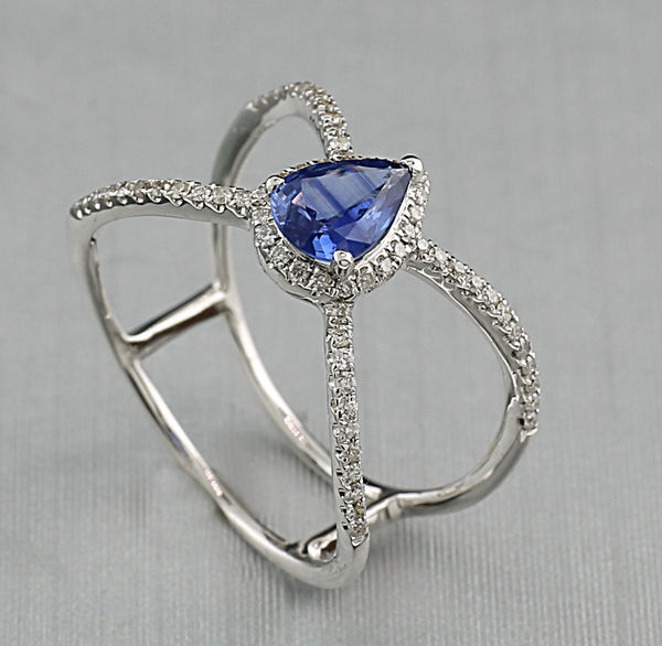 Ring with diamonds and sapphire, 750 white gold.