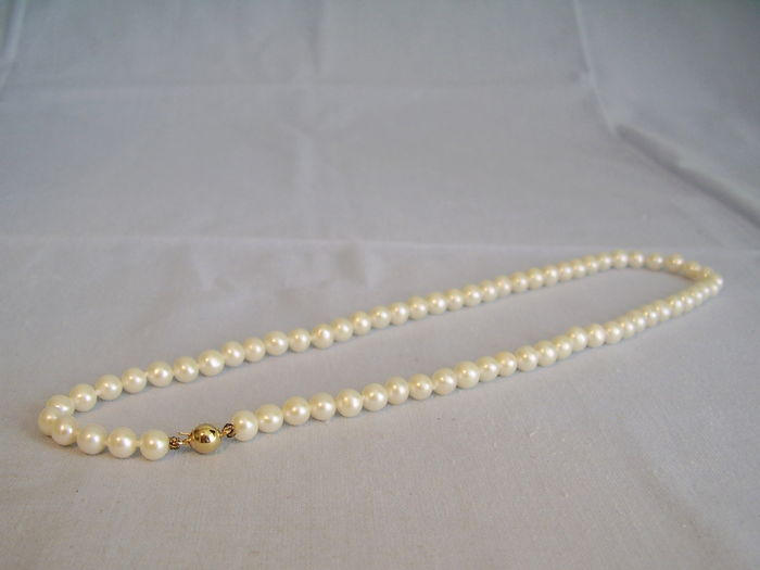 Genuine white pearl choker, pearl necklace with 14 karat gold clasp