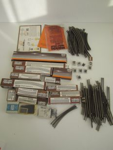 Märklin Z - 198-piece batch of rail pieces, including buffer blocks and cross