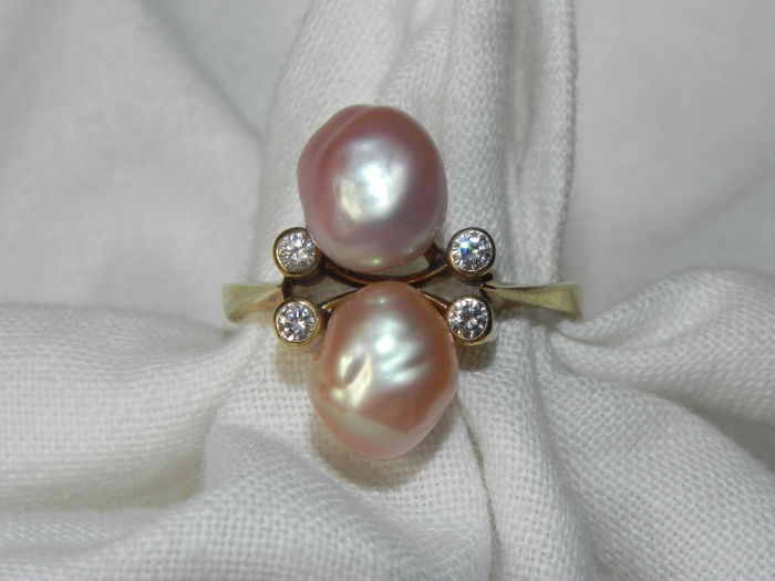 Diamonds and baroque pearl cocktail ring 14 KT - 585 gold 3.7 g; Size: Diameter 17.6 mm