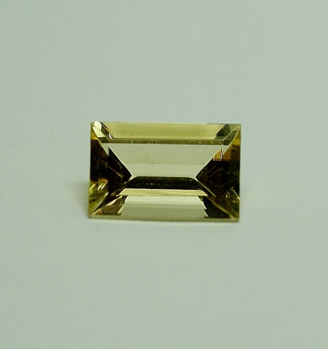 Skapolit, intense yellow   5.92ct