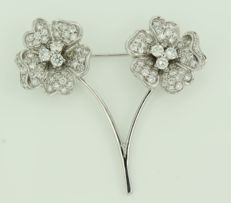 18 kt white gold Leo Pizzo flower brooch, set with 96 brilliant cut diamonds, approx. 3.00 carat in total.