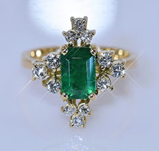 1.89 ct Emerald and Diamonds, designer ring - No reserve price!
