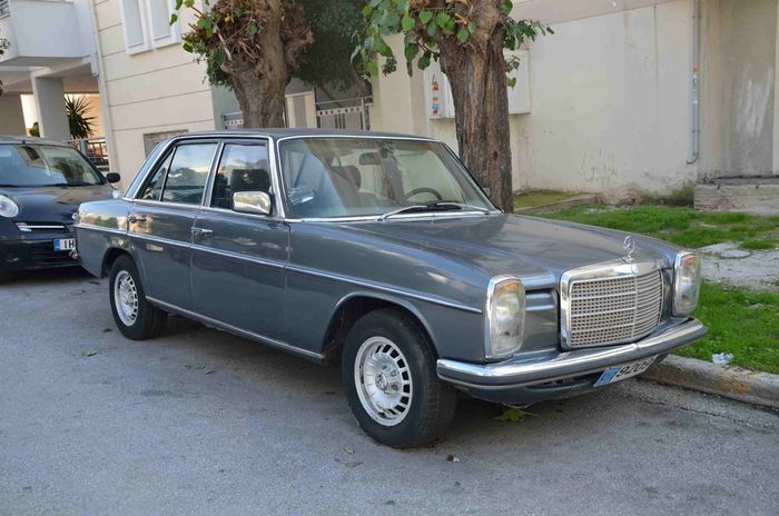 Mercedes-Benz - W115 230 post restauración estética - 1973