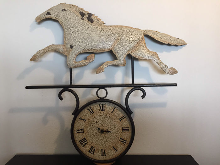 Very large and sturdy steel clock with racehorse (60 x 70 cm)