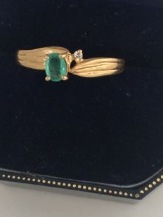 18 kt yellow gold ring with emerald and small diamond - 18.80 mm