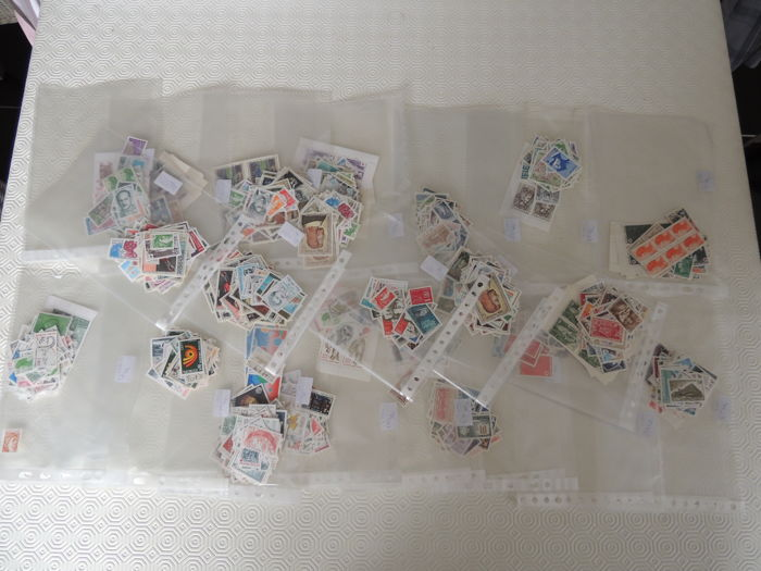 France – lot of 2000 stamps, face value of 2000 Francs, pouches of 100