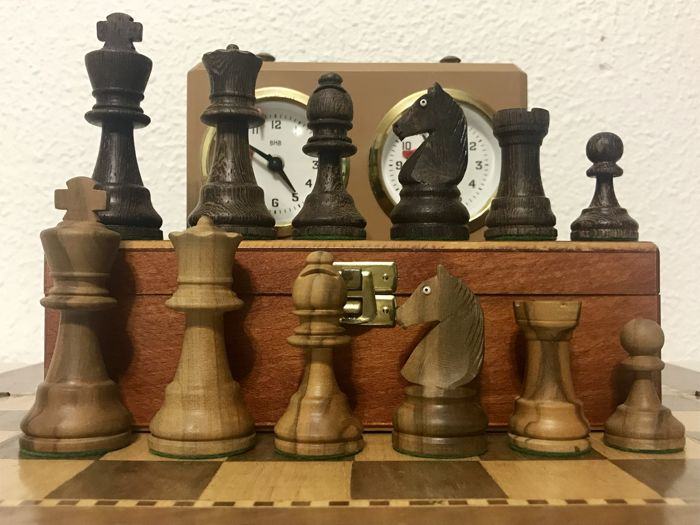 German chess set with eyes of crystal with clock BHB
