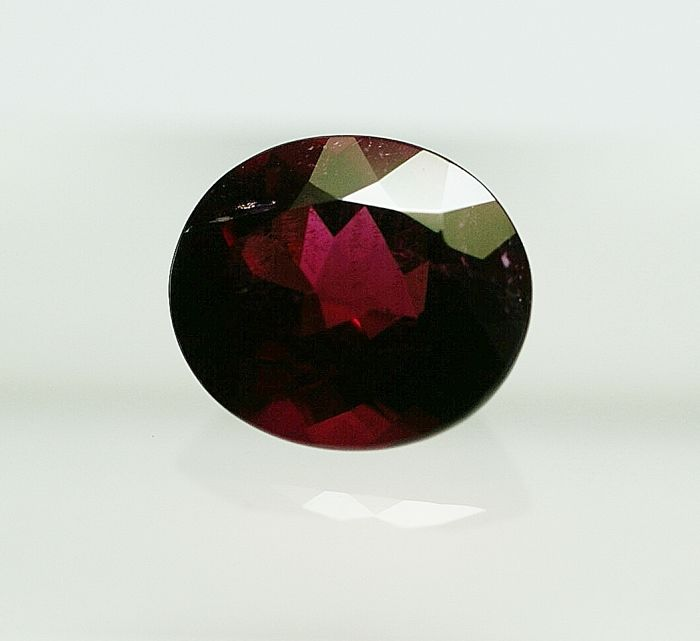 Tourmaline,  purplish-red      4.07 ct