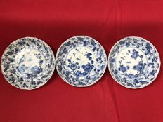A set of 3 Blue and white dishes - China - ca. 1700 (Kangxi period)