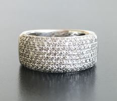 Large band in 18 kt grey gold, fully paved with brilliant-cut diamonds H/VVS (1.5 ct)