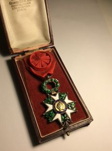 Cross of an officer of the Legion of honour luxury model with branches in relief