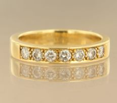 18 kt yellow gold ring set with 7 brilliant cut diamonds of approx. 0.45 ct in total, ring size 17 (53)****NO RESERVE PRICE****