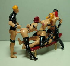 Figurine; set of 5 tin figures: Group sex scene in latex and leather - approx. 1995