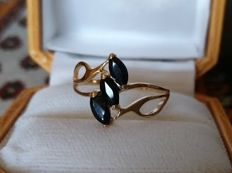 New ring made in Spain with 3 sapphires totalling 1.05 ct and 14 gold - 16 mm in diameter
