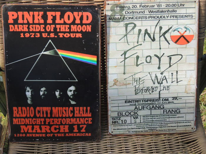 two stunning pink floyd metal memorail signs the wall concert at dortmund and the dark. Black Bedroom Furniture Sets. Home Design Ideas