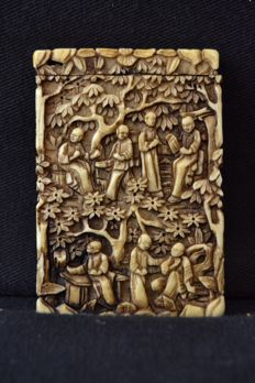 An ivory card case , carved in low relief , with figures and foliage - Canton/China - Ca.1880-1890
