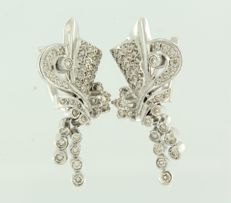 18 kt White gold retro earrings set with 100 brilliant cut diamonds, approx. 3.00 ct in total