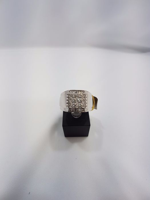18ct White Gold Diamond Gent's Ring, Weight 10.5grs, Diamond Carat 1.08ct