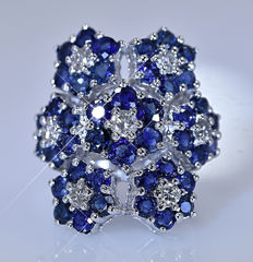 4.24 ct Sapphires and Diamonds, flowers ring - No reserve price!
