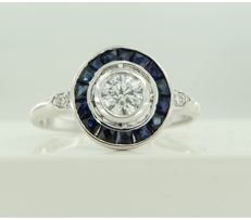 14 kt white gold ring set with sapphire and brilliant cut diamonds, approx. 0.42 ct in total, ring size 17.25 (54)
