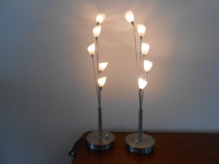 Jan des Bouvrie for Boxford Holland - set of two dimmable silver-coloured design table lamps with milk-glass chalices.