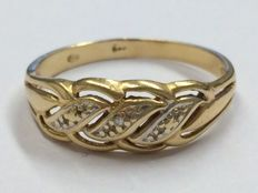 Ring in 14 kt gold with a diamond
