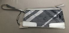 Burberry - Silver patent leather clutch/wristlet