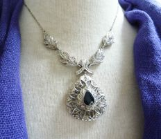 7 kt white gold necklace with 1.25 ct brilliant cut diamond and 2 ct sapphire