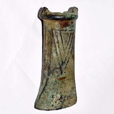 Bronze age bronze socketed axehead a green patina - 10 cm
