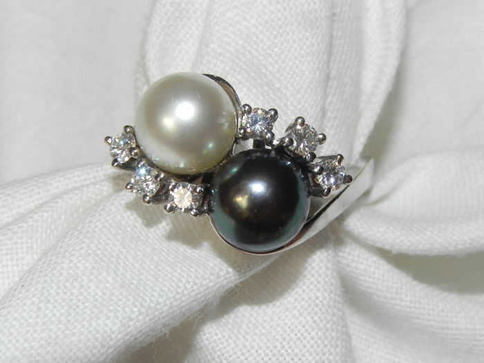 Diamonds and pearl cocktail ring 14 kt - 585 gold 7.5 g; Size: Diameter 17.3 mm