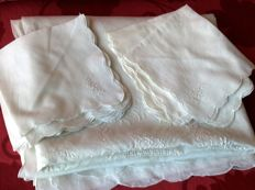 Great and exclusive rectangular tablecloth for 12 people - made of hand embroidered organdy linen + 12 napkins