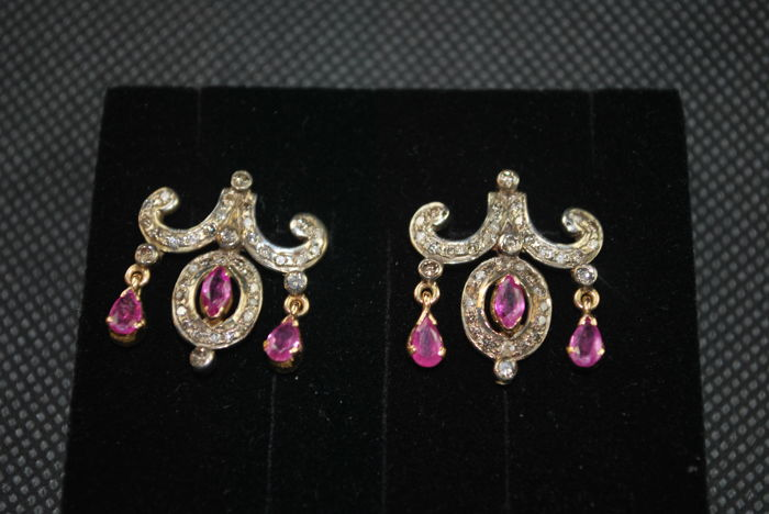 Earrings with diamonds and rubies for 2.36 ct
