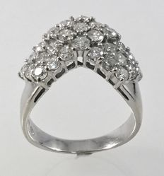 White gold, 18 kt ring with approx. 1.89 ct diamonds - size 17.35 mm