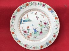 Famille rose plate with a lady - China - ca. 1740/50 (Qianlong period)