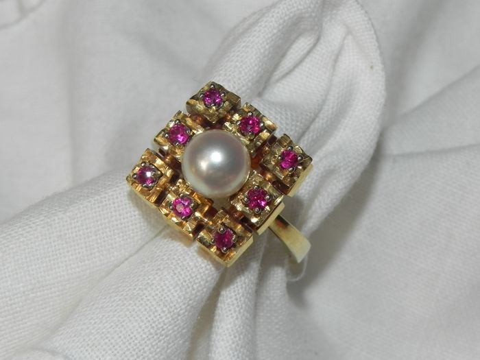 Rubies and pearl cocktail ring, 14 kt / 585 gold 6.8 g; Size: Diameter: 18.2 mm