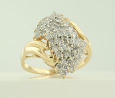 14 kt bi-colour gold ring set with 48 brilliant cut diamonds, approx. 1.00 ct in total ****NO RESERVE PRICE****