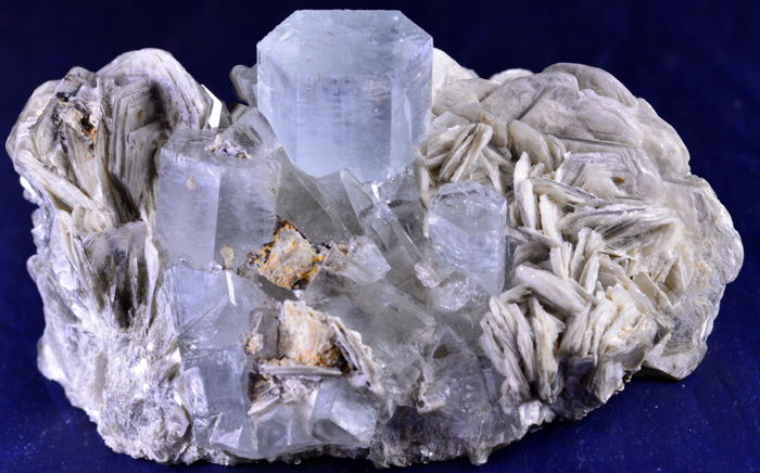 Terminated & Undamaged Aquamarine Crystals and Muscovite Mica Specimen.- 83 x 52 x 44 mm - 170 gm